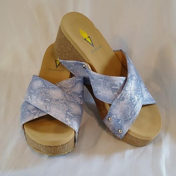 Volatile Wedge Blue White Silver Sandals Sz 6